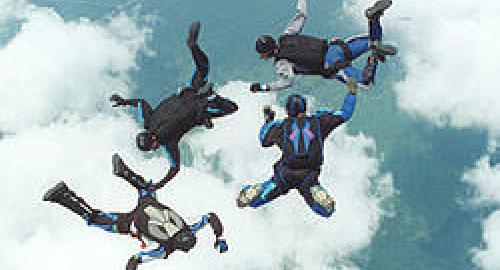 Si regala un weekend di paracadutismo come regalo dei 16 anni, ma il paracadute non si apre!
